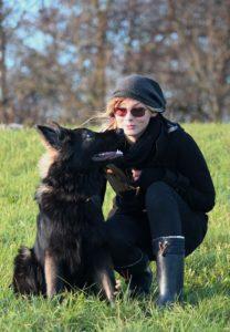 Hundetrainierin mit Hund