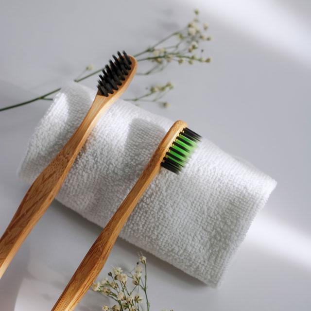 Bambus-Zahnbürsten für eine nachhaltige Zahnrieinigung in der Schwangerschaft